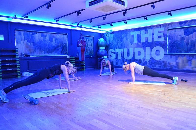 studio plank exercise